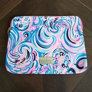 Lilly Pulitzer carryall pouch raspberry flamingoal